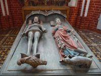 4532489-Medieval_tomb_Bad_Doberan.jpg