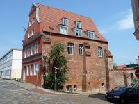 4579070-Old_house_in_Puemperstrasse_Rostock.jpg