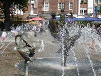 4579155-Joy_of_life_fountain_Rostock.jpg