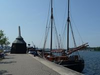 4579171-Rebuilt_harbour_crane_Rostock.jpg
