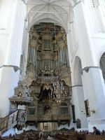 4579177-Organ_pulpit_and_Ducal_box_Rostock.jpg