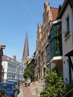 4579182-View_of_Lohbergstrasse_Rostock.jpg