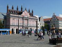 4579235-Neuer_Markt_and_city_hall_Rostock.jpg