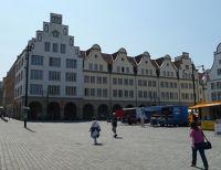 4579251-Post_office_building_Rostock.jpg