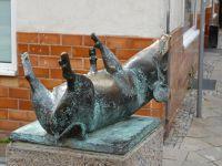4579647-Piglet_on_Schweinsbruecke_Wismar.jpg