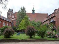 4579674-Heilig_Geist_Spital_courtyard_Wismar.jpg