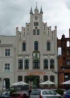 4579903-Jugendstil_house_in_Marktplatz_Wismar.jpg