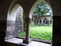 4905105-Cloister_of_the_cathedral_Essen.jpg