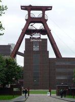4906679-Zollverein_head_frame_Essen.jpg
