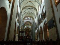 4908224-Werden_abbey_church_interior_Essen.jpg