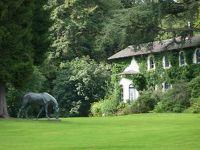4909882-In_the_park_of_Villa_Huegel_Essen.jpg