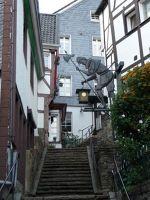 4910601-Kirchtreppe_with_night_watchman_Essen.jpg