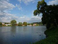 4910618-Ruhr_lake_Essen.jpg