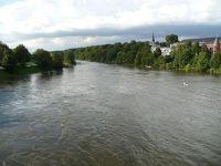 4910619-Ruhr_river_below_the_dam_Essen.jpg