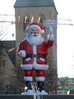 6435144-Big_Santa_Welcomes_Visitors_Dortmund.jpg