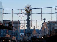 6458006-Christmas_Market_in_Hauptplatz_Linz.jpg