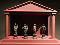 6471579-Statues_of_Roman_gods_Straubing.jpg