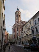 6753192-View_from_Rindermarkt_Passau.jpg