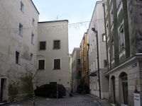 6753525-Street_views_in_the_Old_Town_Passau.jpg