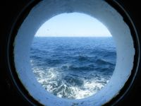 6789323-A_glimpse_of_the_sea_Helgoland.jpg