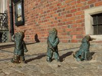7166289-Gnomes_in_and_around_Rynek_Wroclaw.jpg