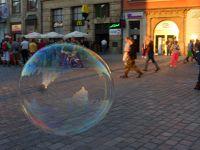 7175379-Soap_Bubbles_in_Rynek_Wroclaw.jpg