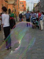 7175382-Soap_Bubbles_in_Rynek_Wroclaw.jpg