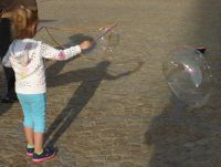 7175389-Soap_Bubble_Making_in_Rynek_Wroclaw.jpg