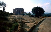 7295555-Agrigento_Valle_dei_Templi_Sicilia.jpg