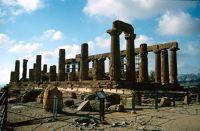 7295559-Agrigento_Valle_dei_Templi_Sicilia.jpg