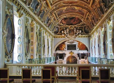 Upper floor of Chapel of the Trinity in Château de Fontainebleau
