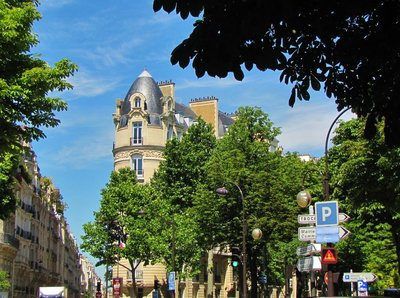 Walking from the Marmottan-Monet to the Eiffel Tower - Place de Colombie