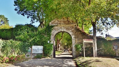 Château Entrance