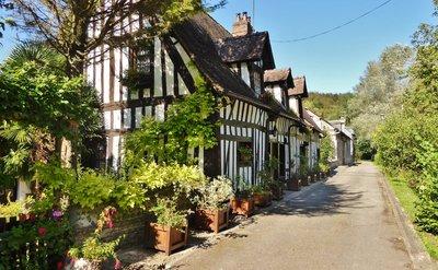 Rue des Trois Moulins in Lyons-la-Fôret