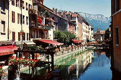 Restaurants along the Thiou Canal in Annecy