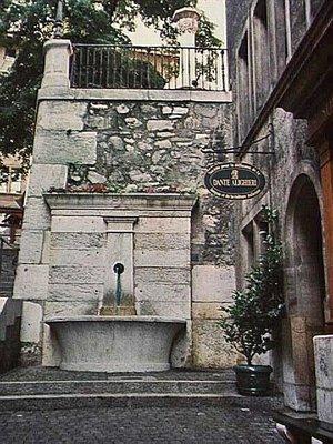Fountain on Rue du Perron in Geneva
