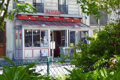 Breakfast in America - a very strange diner in central Paris