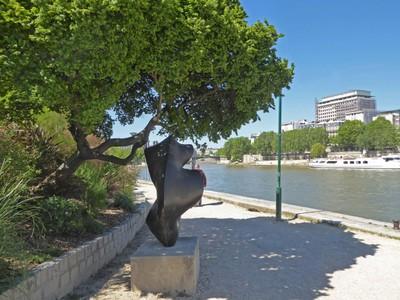 Jardin Tino Rossi along the Seine River