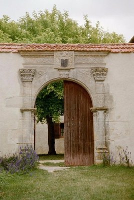 Entrance to Auberge Le Cathare near Belflou