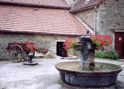Fountain Square in Chateauneuf - Châteauneuf