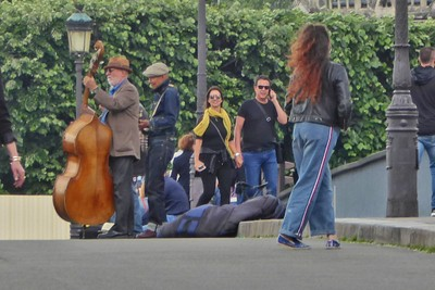 Buskers on the Pont St. Louis