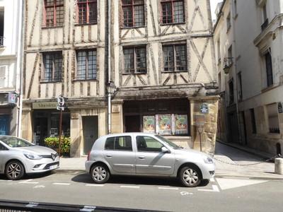 Maison à l'enseigne du faucheur, <br />half-timbered houses on rue François Miron - Paris