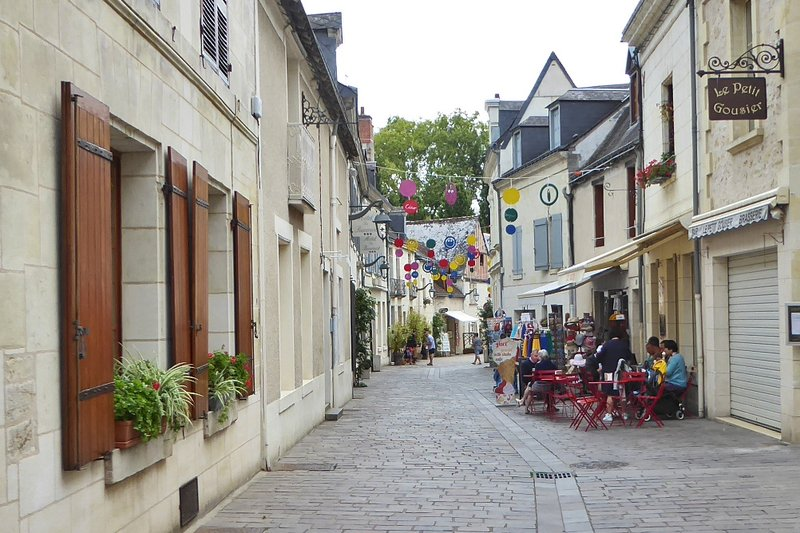 Street outside Hotel les Trois Lys Restaurant in Azay-le-Rideau