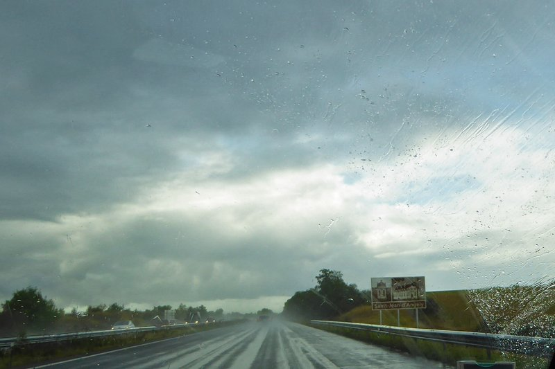 Driving through the rain near Saint-Jean-d'Angély