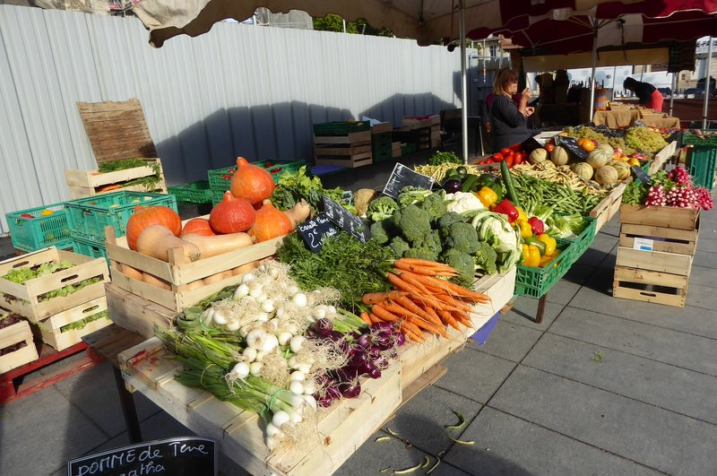Market at the foot of Tour Pey-Berland in Bordeaux