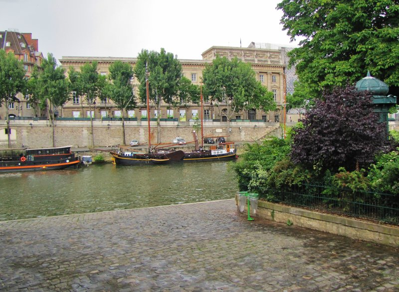 Square du Vert-Galant at the tip of the Ile de la Cité