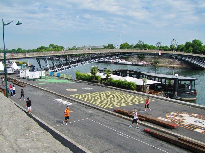 Passerelle Léopold-Sédar-Senghor, formerly known the Pont de Solférino