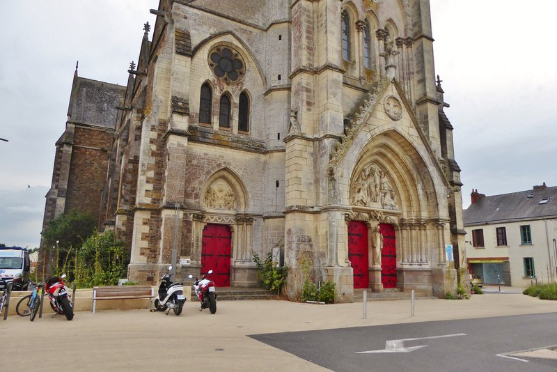 Saint Philibert et Saint Jacques sur Logne in downtown St.-Philbert-de-Grand-Lieu