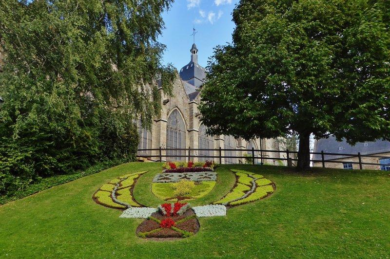 Public Garden beside and below St. Léonard's Church