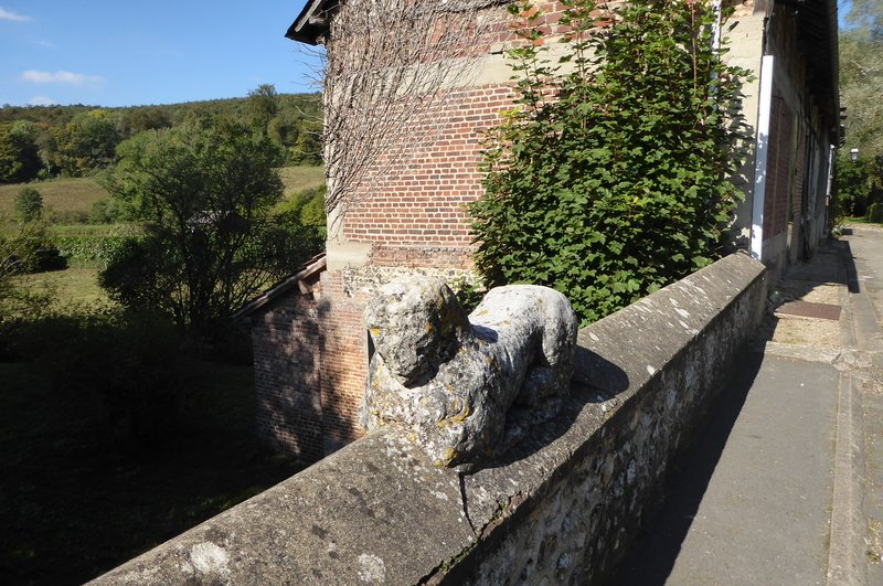 The stone lion on the stone bridge . . . or is it a sheep?